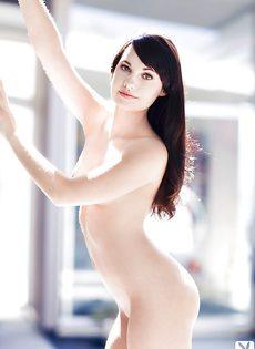 Нежная и чувственная брюнетка показала роскошное тело - фото #9
