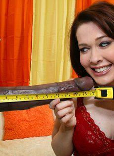 Здоровенный черный член не влазит во влагалище брюнетки - фото #4