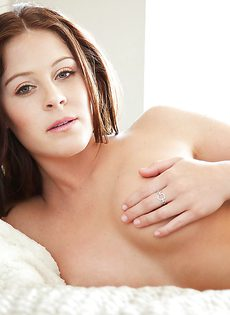 Очень милая девушка в красивом нижнем белье черного цвета - фото #13