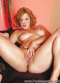 Горячо мастурбирует секс игрушками обе дырочки - фото #5