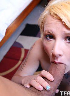 Половой акт от первого лица с жопастой блондинкой - фото #3