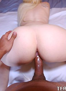 Половой акт от первого лица с жопастой блондинкой - фото #6