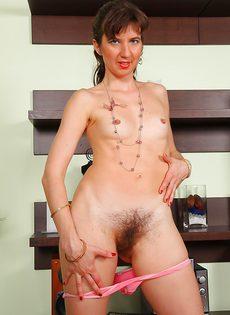 Зрелой дамочке не мешало бы выбрить влагалище - фото #5