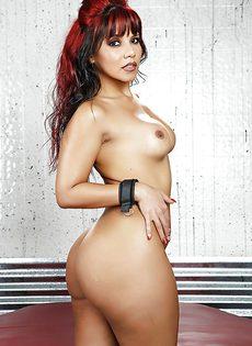 Горячая бразильская чертовка с упругой грудью и большой попкой - фото #12
