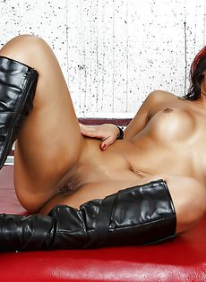 Горячая бразильская чертовка с упругой грудью и большой попкой - фото #13