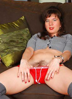 Женщина с волосатыми дырками хочет трахнуться - фото #2