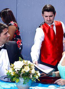 Половое сношение с латиноамериканкой Rose Monroe в ресторане - фото #1