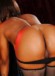 Парнишка предложил темнокожей танцовщице секс - фото #3