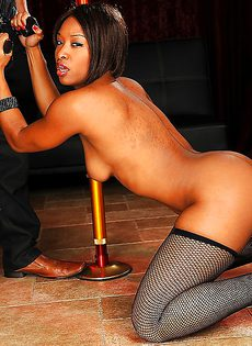 Парнишка предложил темнокожей танцовщице секс - фото #6