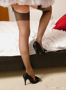Молодой домработнице очень сильно хочется секса - фото #9