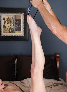 Зрелая пара предается плотским утехам на кроватке - фото #5