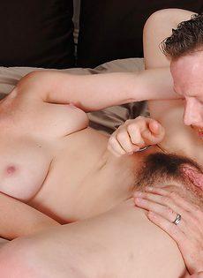 Зрелая пара предается плотским утехам на кроватке - фото #6