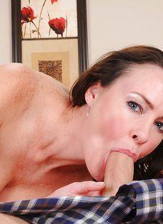 Брюнетка дала себя поиметь в волосатую вагинальную дырку - фото #4