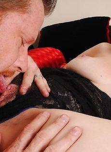 Брюнетка дала себя поиметь в волосатую вагинальную дырку - фото #7