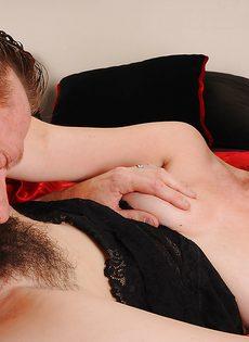 Брюнетка дала себя поиметь в волосатую вагинальную дырку - фото #8