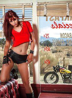 Фото обнаженной рыжеволосой красавицы - фото #1