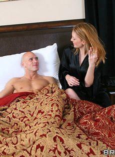 Джонни Синс покорил жгучую брюнетку своим половым членом - фото #3