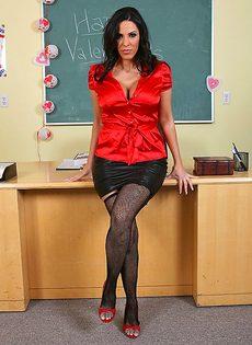 Грудастая преподавательница соблазнила лысого заочника - фото #1