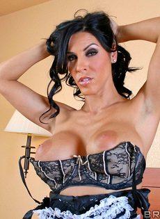 Горячая и страстная женщина в униформе - фото #10