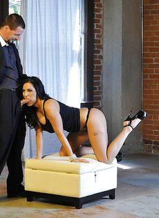 Veronica Rayne дрочит пенис партнера большими дойками - фото #3