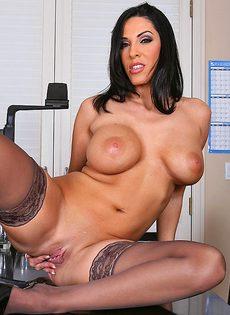 Хорошенькую женщину с большой грудью отымели в офисе - фото #3