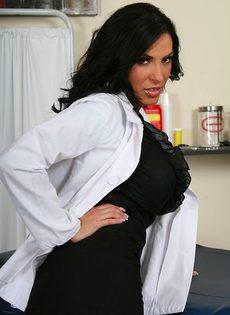 Эффектная врачиха в шикарном нижнем белье - фото #3