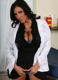 Эффектная врачиха в шикарном нижнем белье - фото #4