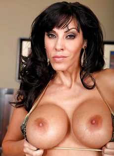 Veronica Rayne показала большую грудь и аппетитную задницу - фото #4