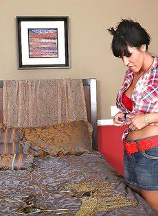 Пенис лысого чувака вошел в анальное отверстие красивой тетки - фото #5