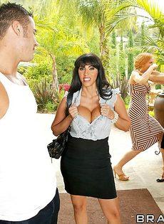 Женщина отсосала большой пенис перед совокуплением - фото #4
