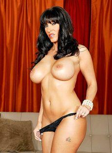Женщина отсосала большой пенис перед совокуплением - фото #13