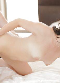 Перед вагинальным сексом молодка ласкает пенис пацана - фото #6