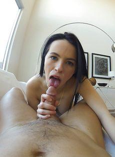 Уверенно сосет пенис возлюбленного от первого лица - фото #5