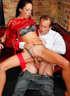 Групповуха богатых мужиков с девушками легкого поведения - фото #12