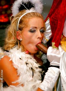 Новогодняя секс вечеринка с возбужденными потаскухами - фото #13