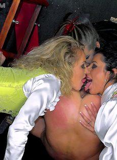 Очень развратный групповой секс с молодыми биксами - фото #7