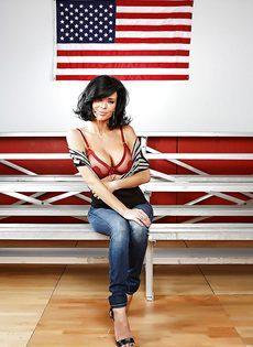 Американская звезда показала сексуальное нижнее белье - фото #4