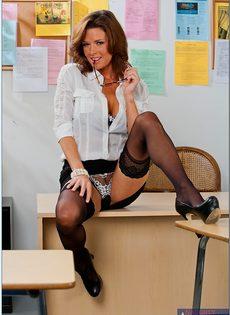 Вероника Авлув - сногсшибательная и раскрепощенная преподавательница - фото #4