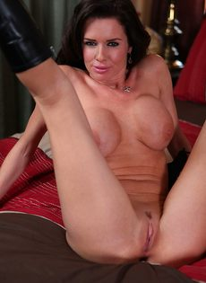 Большегрудая женщина соскучилась по сексуальному удовольствию - фото #12