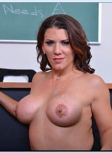 Преподавательница соблазнила студента большими упругими сиськами - фото #16