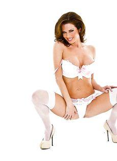Изумительная Вероника Авлув в сексуальном нижнем белье белого цвета - фото #7