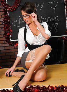 Очень красивое нижнее белье на зрелой даме Veronica Avluv - фото #2