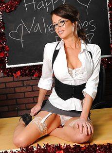 Очень красивое нижнее белье на зрелой даме Veronica Avluv - фото #4