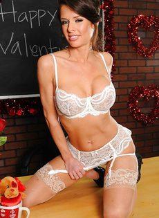 Очень красивое нижнее белье на зрелой даме Veronica Avluv - фото #9