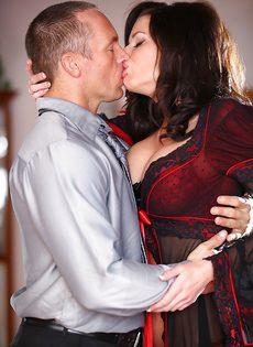 Классная дамочка Veronica Avluv отдается любимому мужику - фото #1
