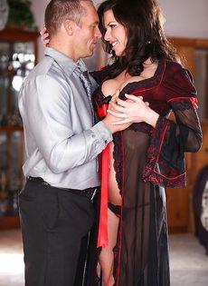 Классная дамочка Veronica Avluv отдается любимому мужику - фото #2