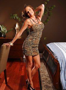 Соло восхитительной и замечательной женщины с большими сиськами - фото #1