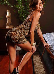 Соло восхитительной и замечательной женщины с большими сиськами - фото #2