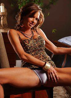 Соло восхитительной и замечательной женщины с большими сиськами - фото #4