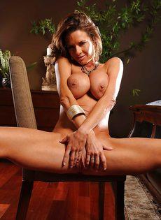 Соло восхитительной и замечательной женщины с большими сиськами - фото #11